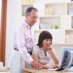 遺品整理業者を探す老夫婦